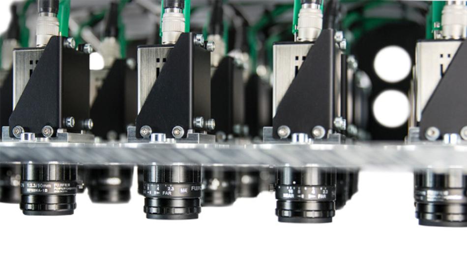 Mit dem MultiEyeS-Kameramodul können große Mengen an Bauteilen gleichzeitig inspiziert werden.