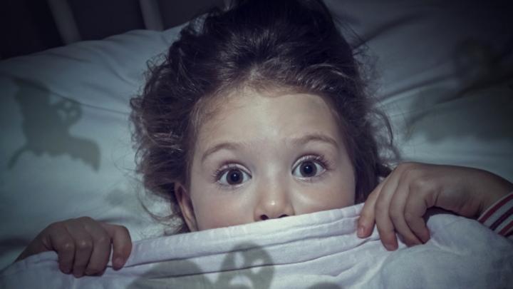 Gespenst Bett Kind Angst