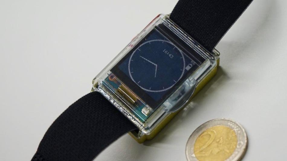 Sensoren in einer Smartwatch oder einem Armband könnten biologische Merkmale wie Körperbeschleunigung, Herzfrequenz und Hautleitfähigkeit erfassen.