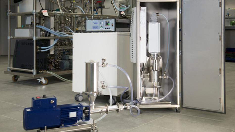 Synthese von Nanopartikeln: An diesem Ultraschall-Reaktor des Fraunhofer ISC in Freiburg kann mittels Druckaufbau innerhalb der Kammer Ultraschall bis zu einer Leistung von 1000 W eingekoppelt werden.