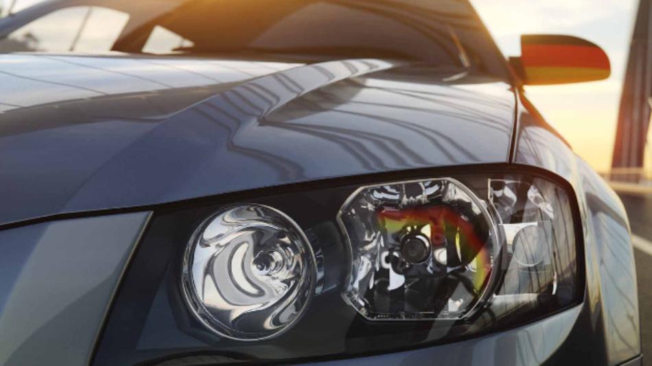 Der schwarz-rot-goldene Farbeffekt der Light-Champion-Halogenlampen kommt am besten bei Automodellen mit Reflektor-Scheinwerfern ohne Kappe vor dem Leuchtmittel zur Geltung.