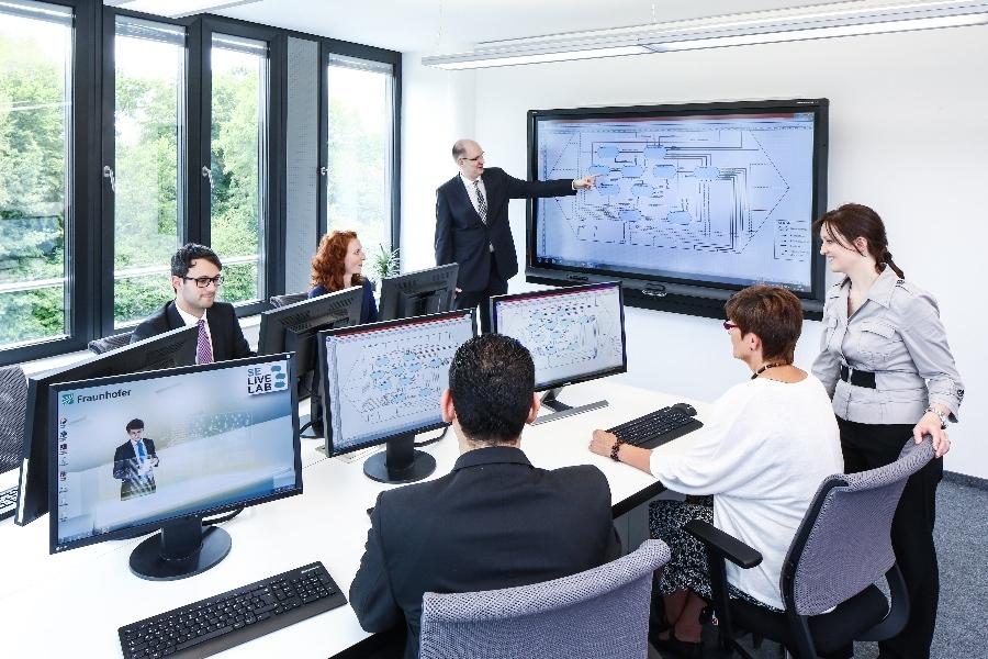 Lernen für die Industrie 4.0. Das Cluster It´s OWL bietet seit diesem Jahr einen neuen Kurs an.