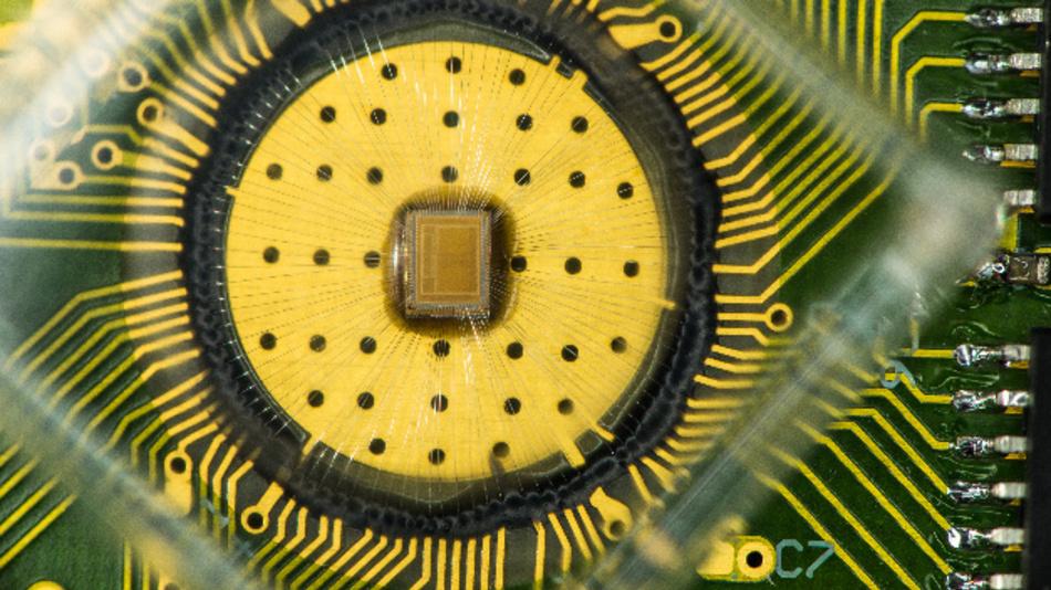 Forschern von IBM ist es gelungen, bei nichtflüchtigem Phase Change Memory erstmals 3 Bit pro Zelle in einer Anordnung von 64.000 Zellen zu realisieren.