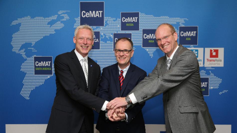 Die CeMAT wird von 2018 an zeitgleich zur Hannover Messe stattfinden – dies verkündeten Dr. Andreas Gruchow, Vorstandsmitglied der Deutschen Messe AG, Dr. Christoph Beumer, CEO der Beumer Group, und Sascha Schmel, Geschäftsführer des Fachverbands Fördertechnik und Intralogistik im VDMA (von links nach rechts).