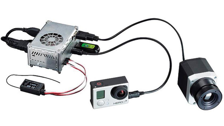 Bild 1. Das Basissystem aus PC-Box und PI-Infrarotkamera (rechts) ist hier um eine zweite USB-Kamera, einen GPS-USB-Stick und einen 2,4‑GHz-Flugsteuerungsempfänger erweitert. Die GPS-Daten werden automatisch in die thermografische Aufnahme integriert.