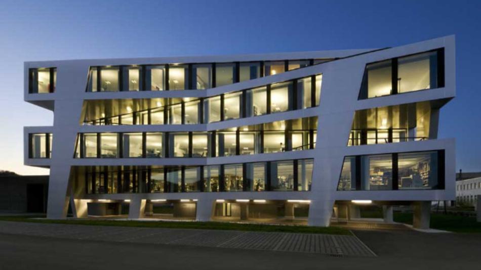 … das dritte Firmengebäude, das 2009 eingeweiht wurde. Auch die Testsysteme entwickelten sich weiter. AOI, AXI und SPI-Systemen sowie JTAG/Boundary Scan Lösungen zeigte Göpel unter anderem …