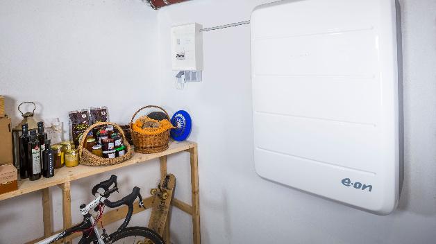 Hoch Nachfrage nach dem »E.ON Aura«, der den Strom einer PV-Anlage speichern kann.