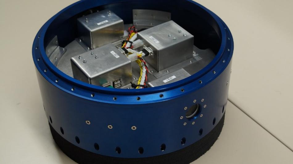 Das Experiment-Modul PATHOS hat einen Durchmesser von 35 cm und ist 12 cm hoch.