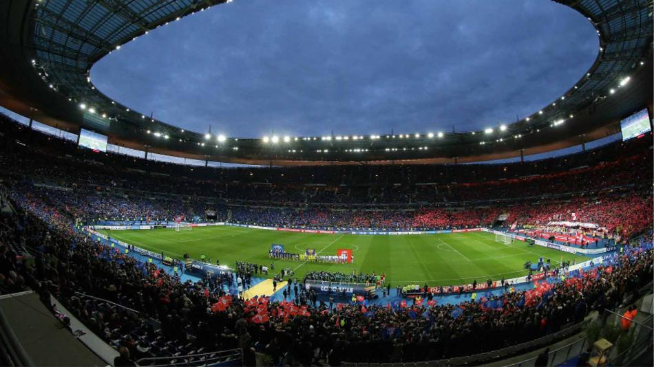 Osram stattet u.a. das französische Nationalstadion nahe Paris mit Lichttechnik aus. Fast 500 SiCompact-R3-Scheinwerfer schaffen optimale Sichtverhältnisse für Sportler und Zuschauer.