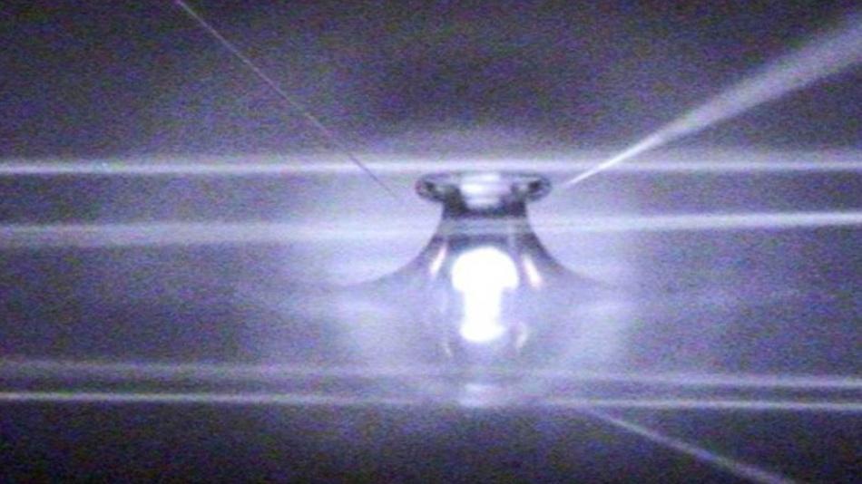 Mikroresonator mit Nanonadeln und Wellenleitern
