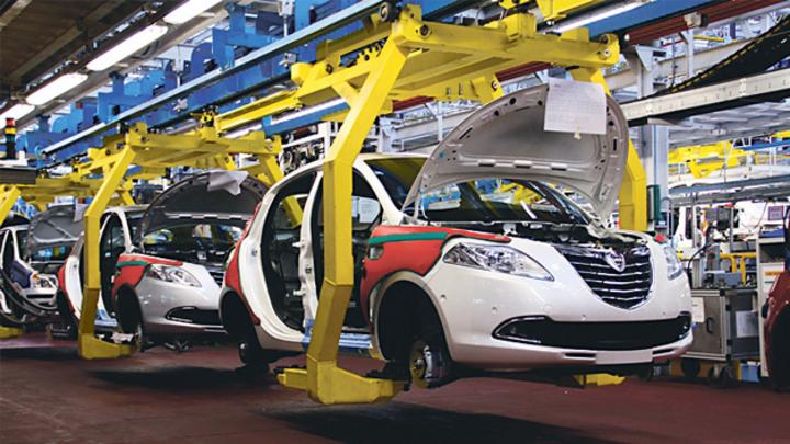 Fabrikhalle Automobilmontage