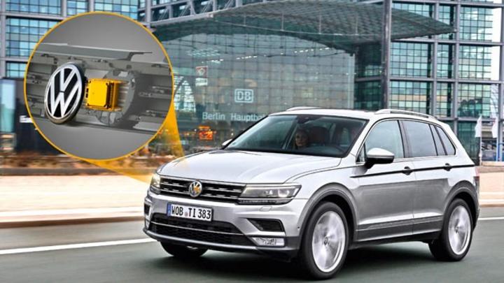 Der im neuen Tiguan direkt hinter dem VW-Emblem verbaute Radarsensor von Continental erkennt Fußgänger.