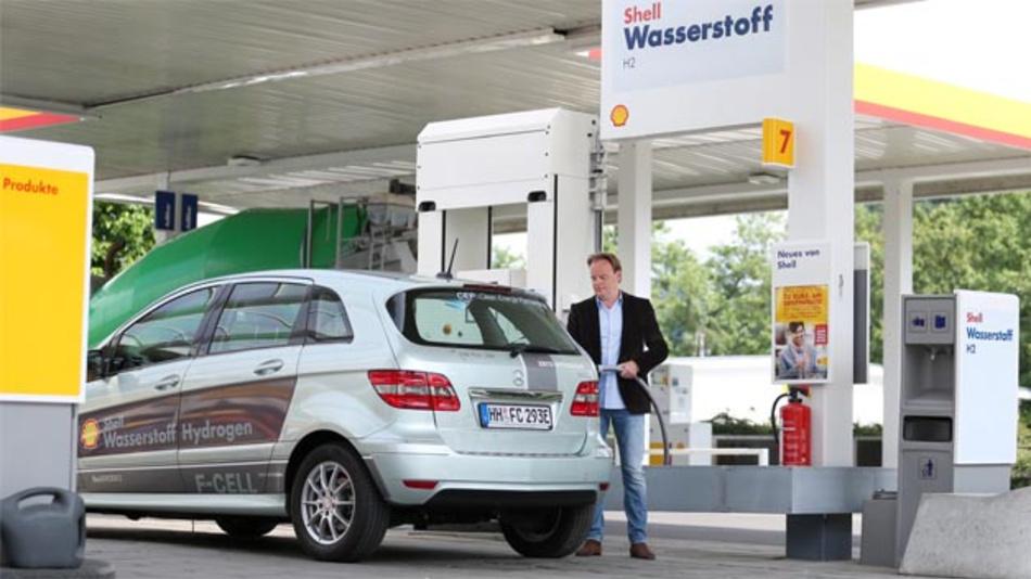 An der Shell Tankstelle in der Wuppertaler Schmiedestraße wurde die erste serienmäßige H2Mobility-Station eröffnet.