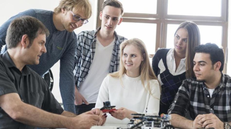 In dem neuen Studiengang der FH Wedel können Studenten die Technik für die Welt von morgen gestalten.