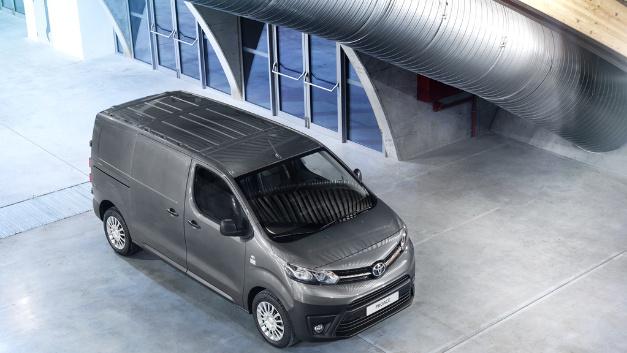 Im Toyota Transporters Proace führt der Hersteller eine voll vernetzte Flottenmanagement-Lösung ein.