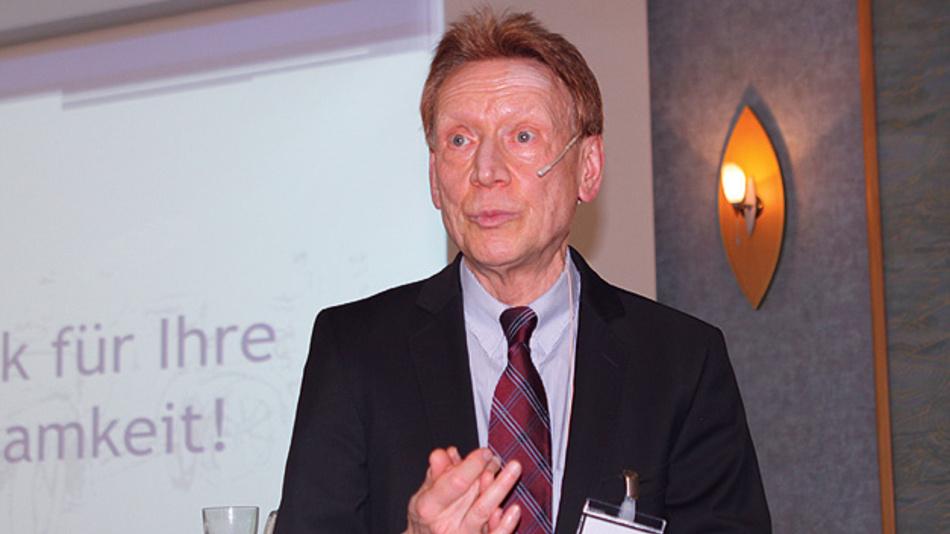 """Dr. jur. Wolfgang Schneider, Rechtsanwalt, wies auf der AmE2016 in seinem Vortrag """"Rechtliche Möglichkeiten und Grenzen des autonomen Fahrens"""" auf die wachsende Diskrepanz zwischen Recht und Realität hin."""