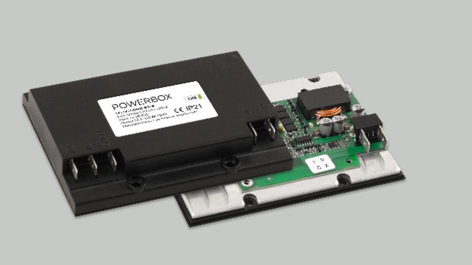 Kompaktes Netzteil mit flacher Bauform von Powerbox.