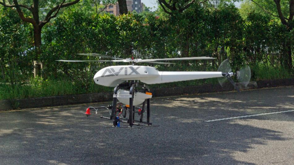 … ist es nur Wasser. Angetrieben wird der AXH von einem Elektromotor mit Li-Po-Batterie, die für 30 min Flugzeit reicht. Die Steuerung erfolgt…