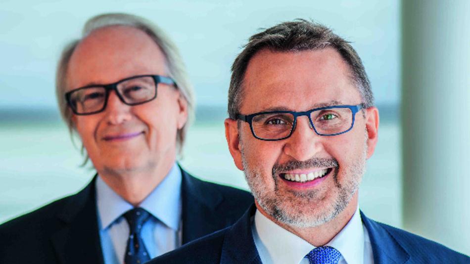 Der alte und der neue Deutschland-Chef von Valeo: Alexander Ziems (hinten) übergibt seine Aufgaben an Derrick Zechmair.