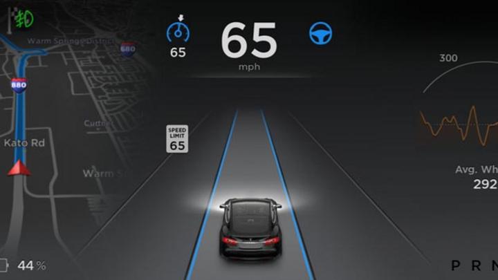 Das Fahrerassistenzsystem Autopilot, mit dem es möglich ist, automatisch die Spur und den Abstand zu halten, die Spur zu wechseln und autonom einparken zu können, hat zu einem tödlichen Unfall beigetragen.