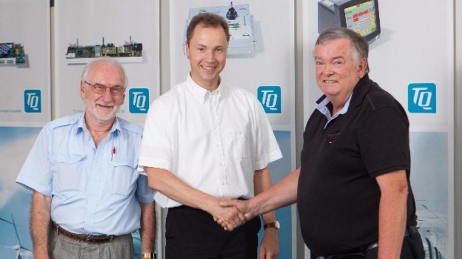 Freundliche Übernahme: (v.l.n.r.): Bernd Korndörfer (Dittel Avionik), Rüdiger Stahl (TQ-Systems), Walter Dittel (Dittel Avionik)