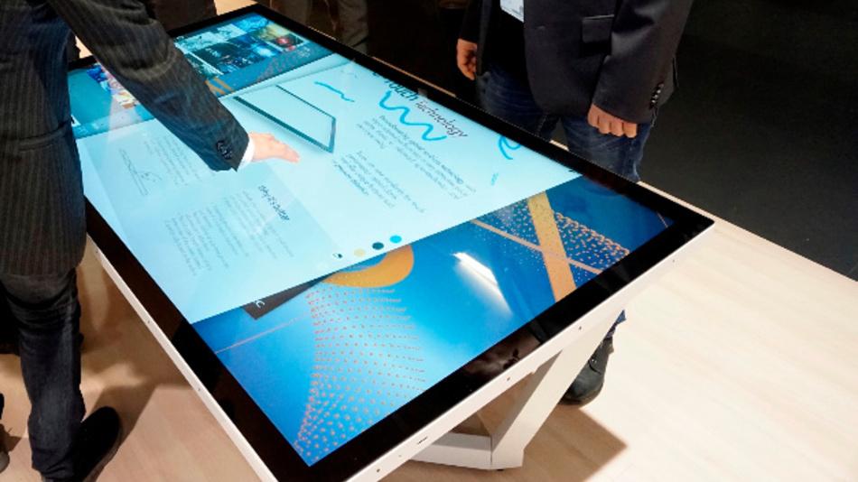 Bis zu zehn Berührungspunkte auch mit Handschuhen unterstützen NECs 55- und 65-Zoll-UHD-Displays, die als Touch-Tables für die Gruppenarbeit konzipiert sind.