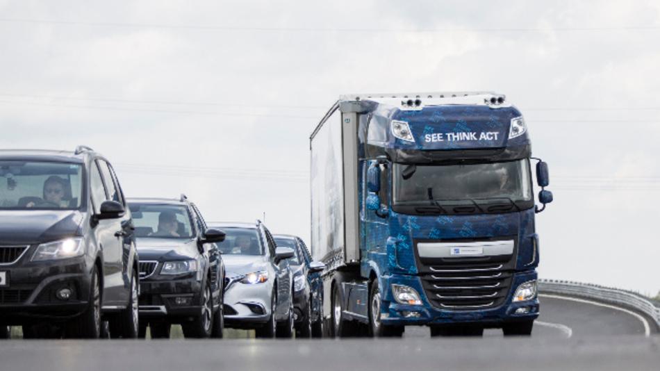 Nehmen Stauenden den Schrecken: neue elektronische Sicherheitsassistenten für Lkw.
