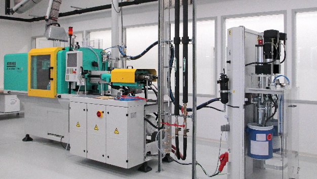 Für endoskopische Anwendungen liefert Leoni flexible, gasdichte und autoklavierbare Systeme. Die umspritzten Stecker, Tüllen und Verzweigungen aus LSR für die Endoskopie fertigt Leoni im Reinraum.