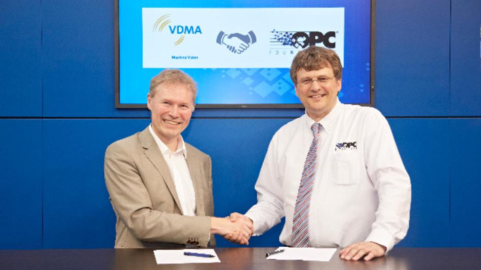 Dr. Klaus-Henning Noffz (links) und Stefan Hoppe bei der Unterzeichnung des Memorandum of Understanding