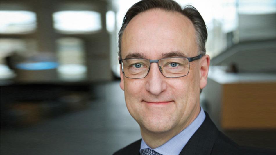 Dr. Helmut Gassel, Infineon Technologoies »Damit Leistungshalbleiter möglichst effizient arbeiten, müssen sie auf extrem dünnen Wafern produziert werden. Je dünner dieser Wafer ist, desto geringer ist der Widerstand im Halbleiter – und damit auch der Leistungsverlust.«