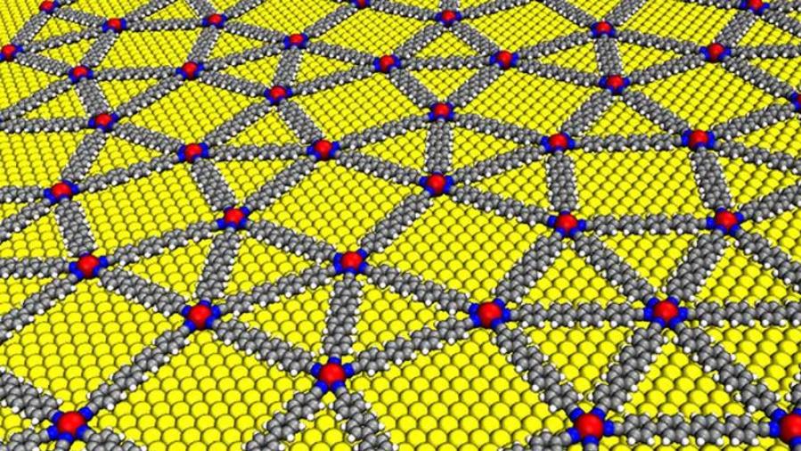 Quasikristallines Netzwerk aus para-Quaterphenyl–Dicarbonitril vernetzten Europium-Atomen auf einer Gold-Oberfläche (gelb).