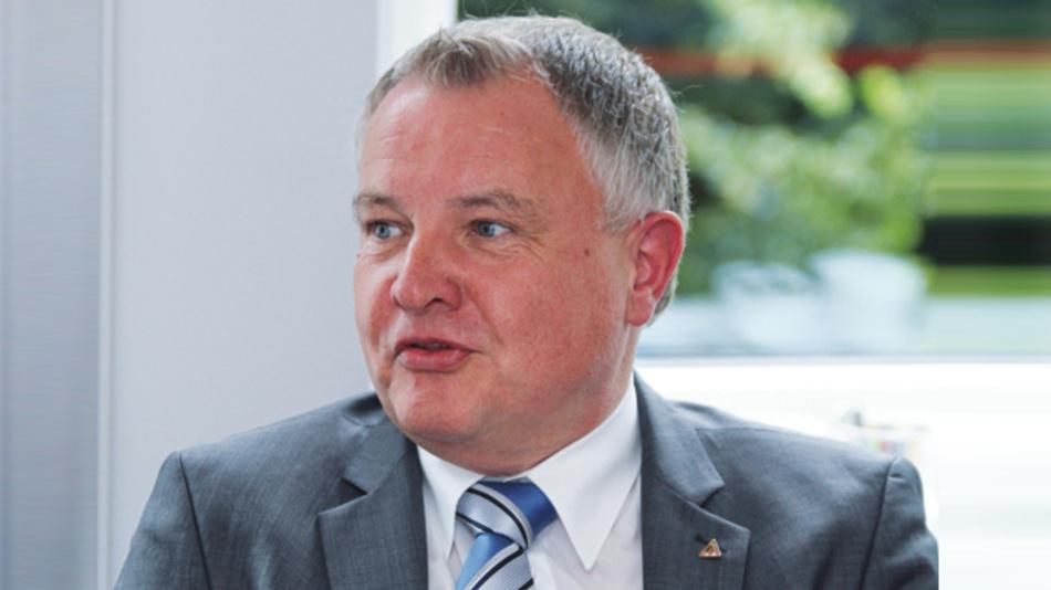 Gustav Erl, TDK-Lambda Germany Wir werden in diesem Jahr insgesamt vier neue Gerätebaureihen auf den Markt bringen, und damit den im letzten Jahr eingeschlagenen Weg weiter fortsetzen und unser überdurchschnittliches Wachstum weiter fortsetzen.