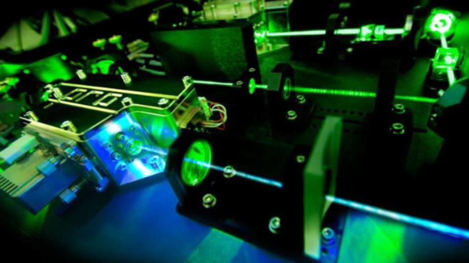 Effiziente Frequenzkonversion in einem optischen Resonator.