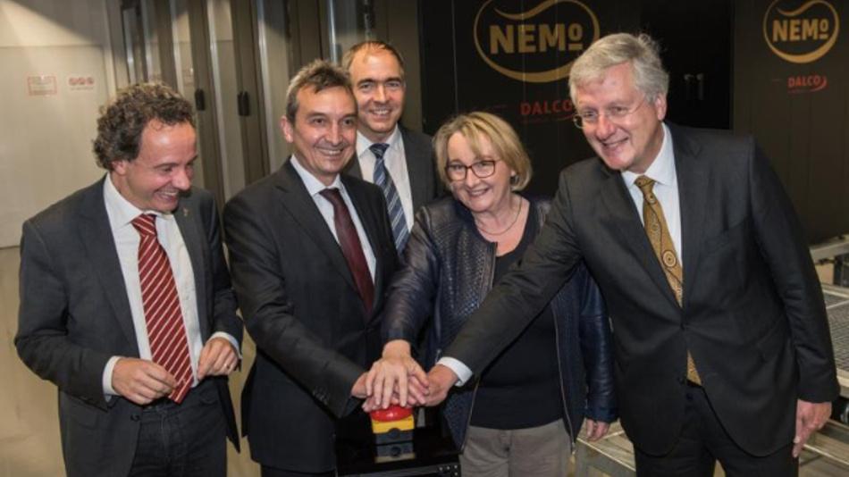 Hans-Jochen Schiewer, Theresia Bauer, Gerhard Schneider, Peter Gratwohl und Thomas Walter (von rechts) beim symbolischen Start des Freiburger Hochleistungsrechners.