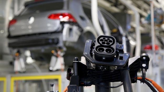 Das Fraunhofer ISC und Hydro-Québec gehen eine Partnerschaft ein, um die Entwicklung von Lithium-Ionen- und Lithium-Luft-Batteriematerialien für die Elektromobilität voranzutreiben.