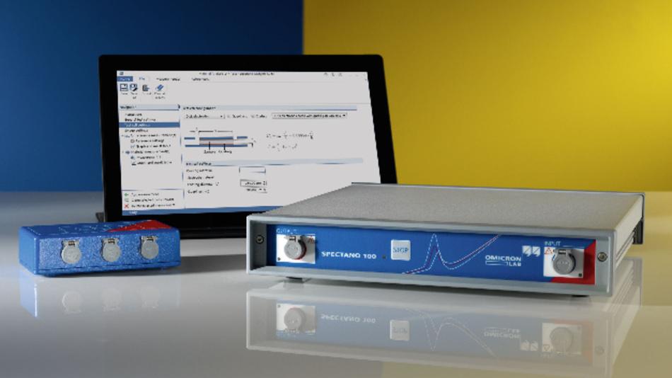 Das Spectano 100 Analysegerät zusammen mit einem Tablet PC und der Zubehör Testprobenbox DTS1.
