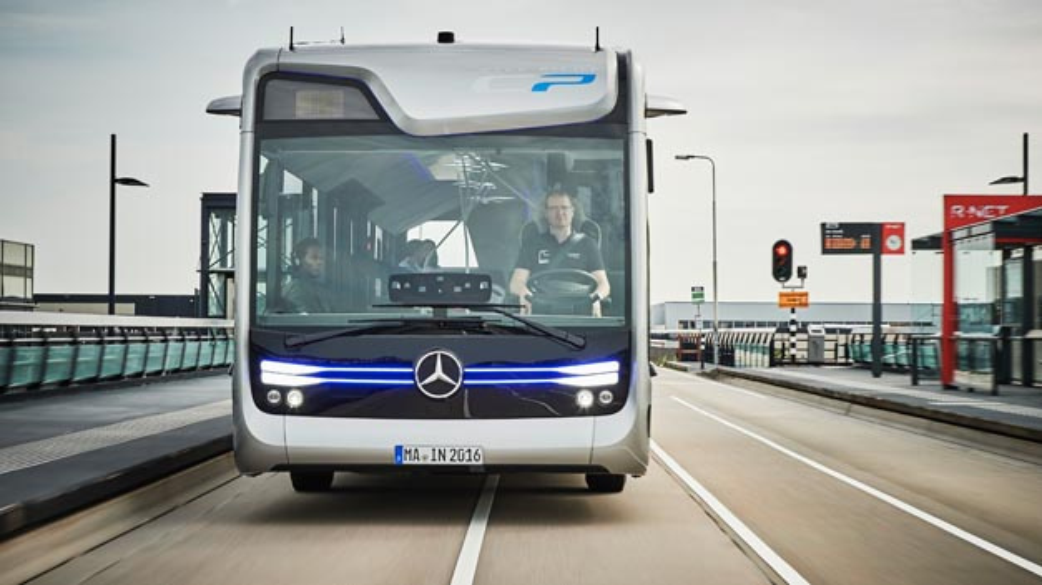 Der Mercedes-Benz Future Bus mit CityPilot ist ein teilautomatisiert fahrender Stadtbus mit Ampelerkennung, Hindernis- und Fußgängererkennung sowie automatisierte Haltestellenfahrten.