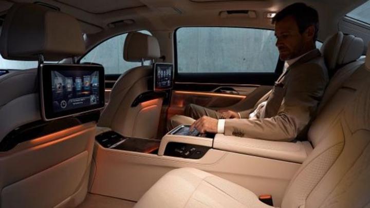 Im neuen BMW 7er wurde ein WLAN-Hotspot mit LTE und eSIM erstmals integriert, der jetzt auch in anderen Modellen folgen wird.