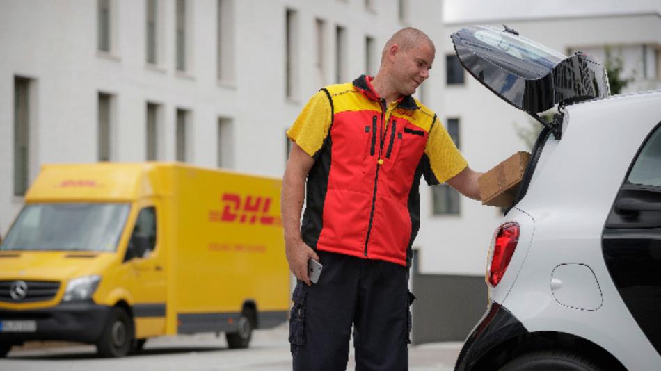 Über eine einmalig gültige TAN kann der DHL-Paketzusteller das Fahrzeug innerhalb eines begrenzten Zeitraums für die Zustellung orten und öffnen.