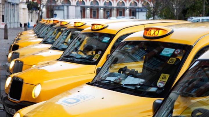 Der Londoner Taxi-App-Anbieter Hailo und die Daimler-Tochter myTaxi schließen sich zusammen.