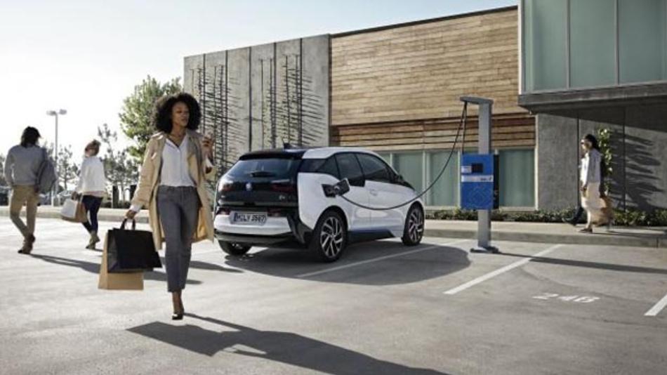 Die Möglichkeit, Elektrofahrzeuge wie den BMW i3 schnell laden zu können, sorgt für eine höhere Akzeptanz der Elektromobiliät.