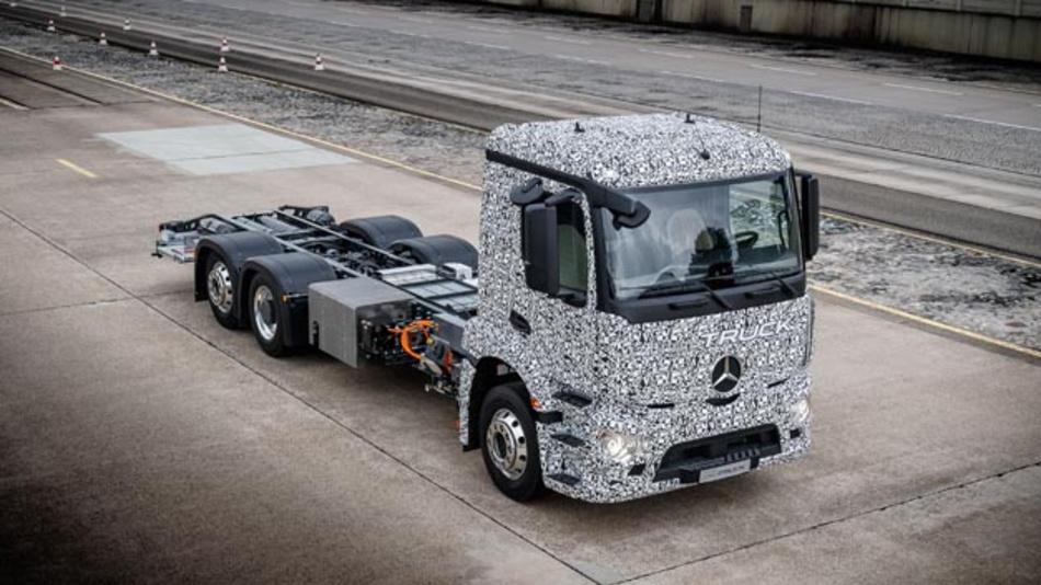 Mit dem Mercedes-Benz Urban eTruck stellt Daimler einen vollelektrischen Lkw für den schweren Verteilerverkehr vor.
