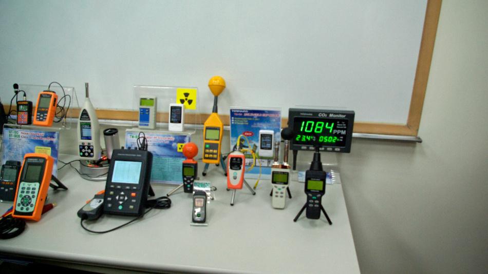 Doch auch Messgeräte für elektromagnetische Felder und Geigerzähler gehören zum Produktspektrum.