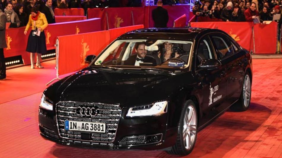 Bereits auf der Berlinale 2016 ließ Audi im Technikträger A8 L die Stars fahrenlos zum roten Teppich chauffieren. Nun wollen die Ingolstädter eine Tochter gründen, die sich ausschließlich mit der Entwicklung autonomer Fahrzeuge beschäftigt.