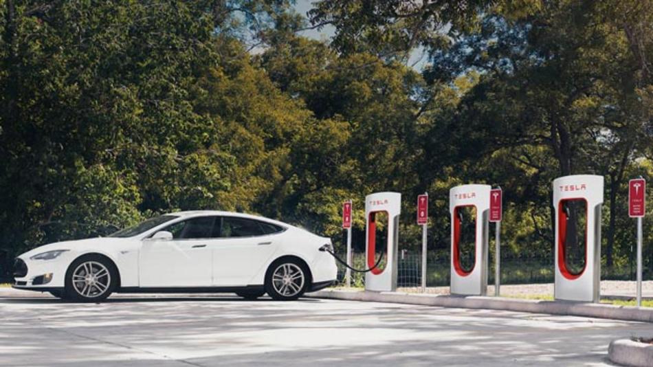 Komplettanbieter für Elektromobilität? Mit dem Kauf von SolarCity kann Tesla neben Elektrofahrzeugen und Batterien dann auch Solarmodule anbieten.