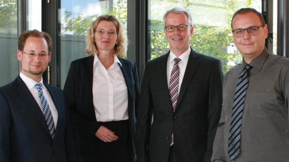 Freuen sich über die Partnerschaft: Kai Notté (Bürklin Elektronik), Sabine Meyer-Proksch und Sven Holtgrewe (Conec), Markus Flechtner (Bürklin Elektronik).