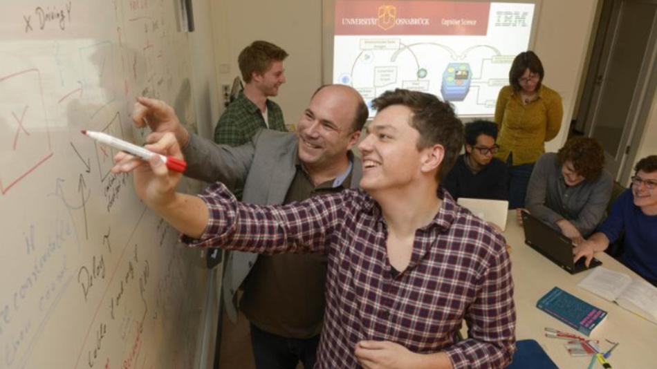 Das Team der Universität Osnabrück setzt den neuen und intelligenten Kommilitonen »Watson« ein, um zum Beispiel mit Twitter-Daten Grippewellen vorherzusagen.