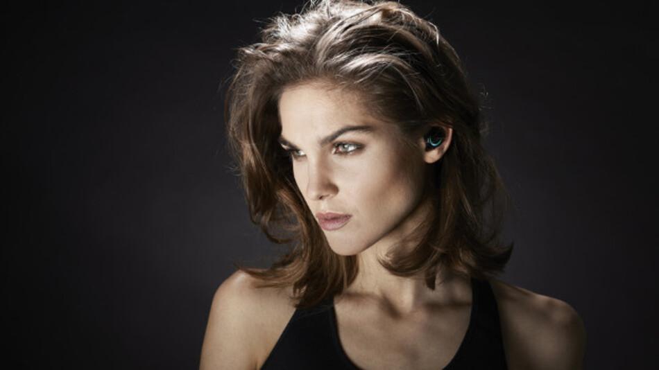 Hearables wie hier The Dash von Bragi bieten weit mehr als nur Hörgenuss - sie entwickeln sich über die Auswertung biometrischer Daten aus verschiedenen Sensoren zu persönlichen Fitnesstrainern.