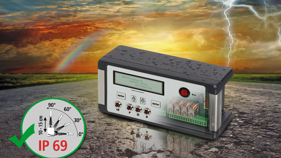 Die Aluminiumgehäuse der Serie »Bocube Alu« von Bopla eignen sich jetzt neben den Schutzarten IP66 (starkes Strahlwasser) und IP67 (1 m untertauchen für 30 min) auch für die Schutzart IP69. Diese Schutzart lässt sich auch für Geräte mit integriertem kapazitiven Touchscreen erreichen. Dabei wird der schmale Luftspalt zwischen Glasscheibe und Gehäuse umlaufend mit einer Dichtungsmasse vergossen. Die Bocube-Alu-Baureihe umfasst acht verschiedene Gehäusegrößen. Alle Gehäusekomponenten – auch die Scharniere – bestehen aus Metall und sind unverlierbar mit dem Gehäuse verbunden.