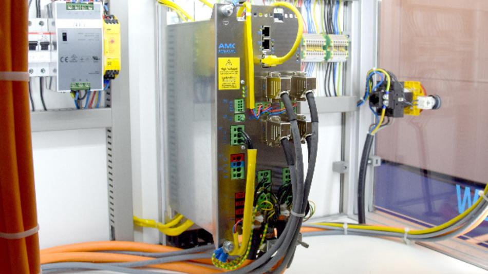 Der »AMK MultiServo« kann alle echtzeitkritischen Steuerungsfunktionen in einer Maschine übernehmen.